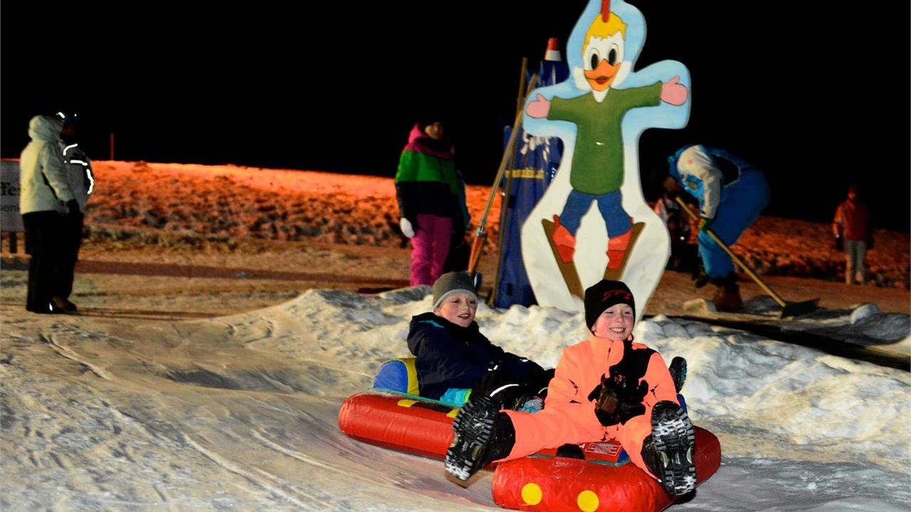 Event Snow Tubing by night