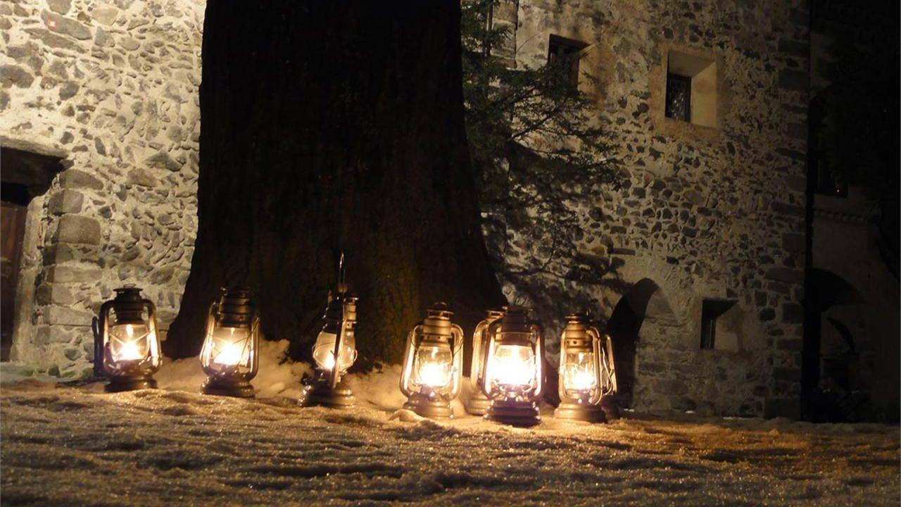 Event Mit Laternen zur Burg Taufers